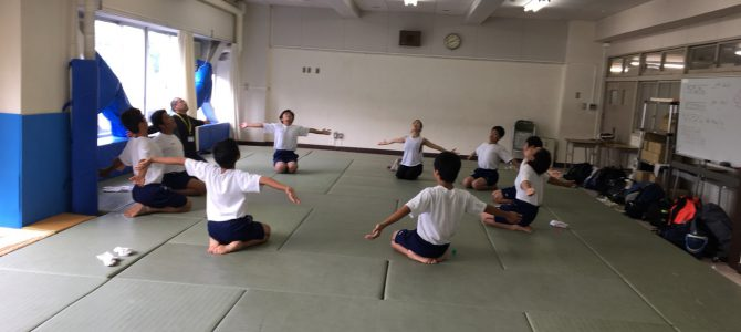 狛江市立狛江第三中学校・朝ヨガ(第一回目)実施