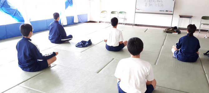 狛江市立第三中学校 朝ヨガ・瞑想タイム